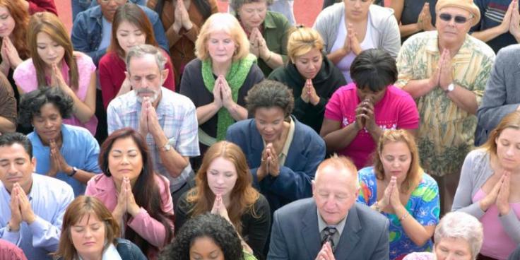 Praying-group_Christians