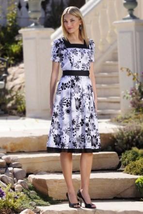 modestly dressed_01