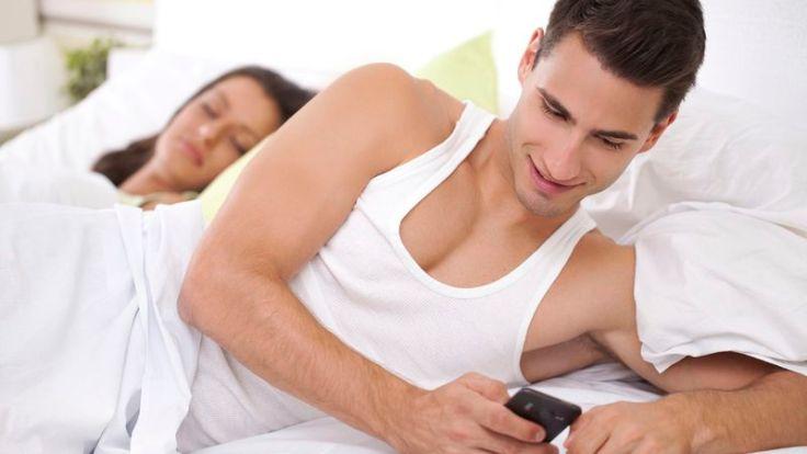cheating man_immoral_texting