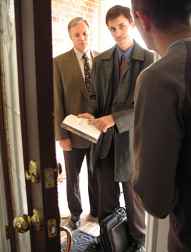 Jehovah's Witnesses at Your Door_02